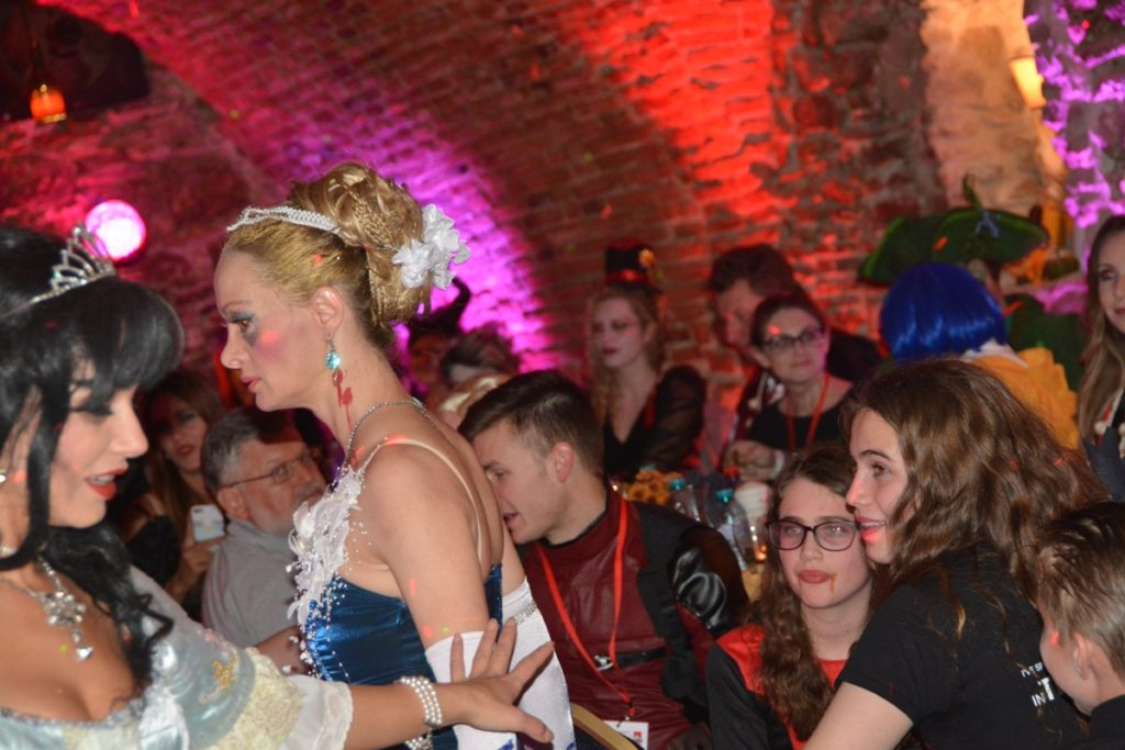 transylvania-dracula-tours-party-sighisoara