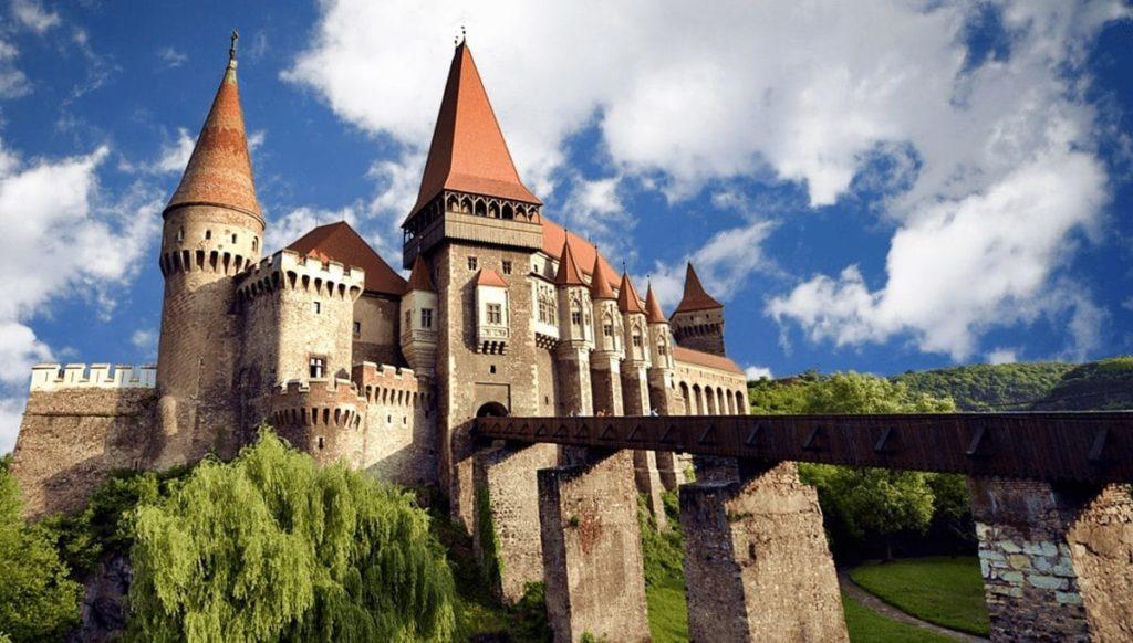 romania-tours-corvinesti-castle