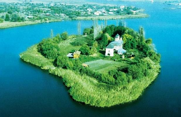 dracula-tour-snagov-monastery